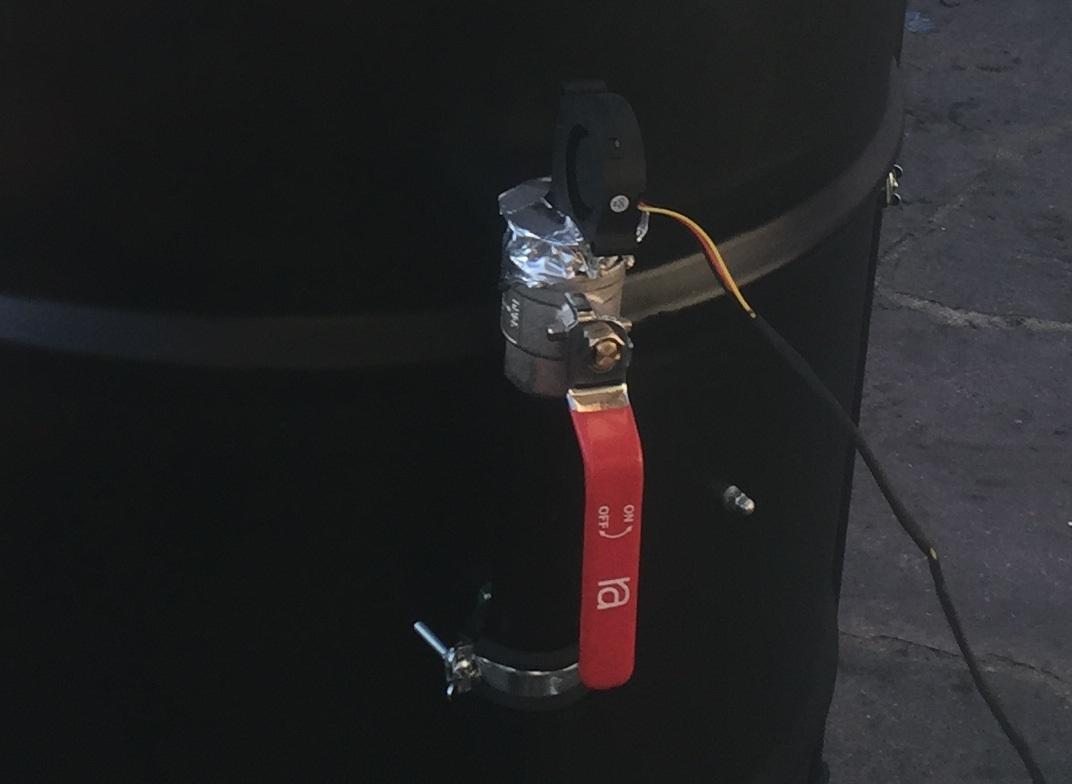 Provisorisch angebrachter Lüfter zur Temperaturregelung