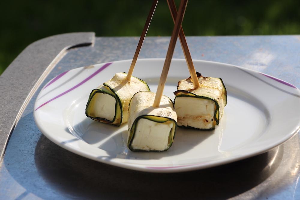 gegrillte zucchini feta r llchen andys grillstube 2 0. Black Bedroom Furniture Sets. Home Design Ideas