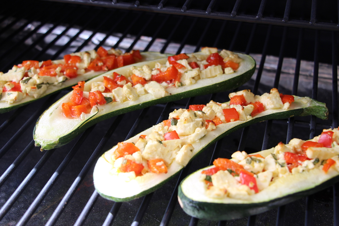 Fertig! Die Zucchinihälften nach 20 Minuten auf dem Traeger Pelletgrill (Hickory)