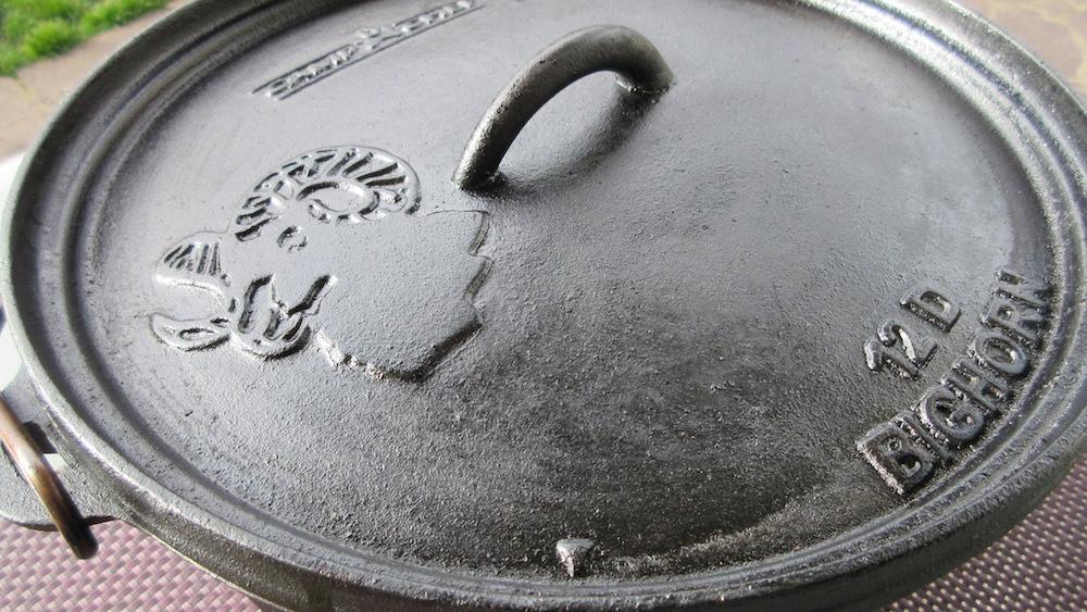 Dutch Oven Deckel mit wiederhergestellter Patina