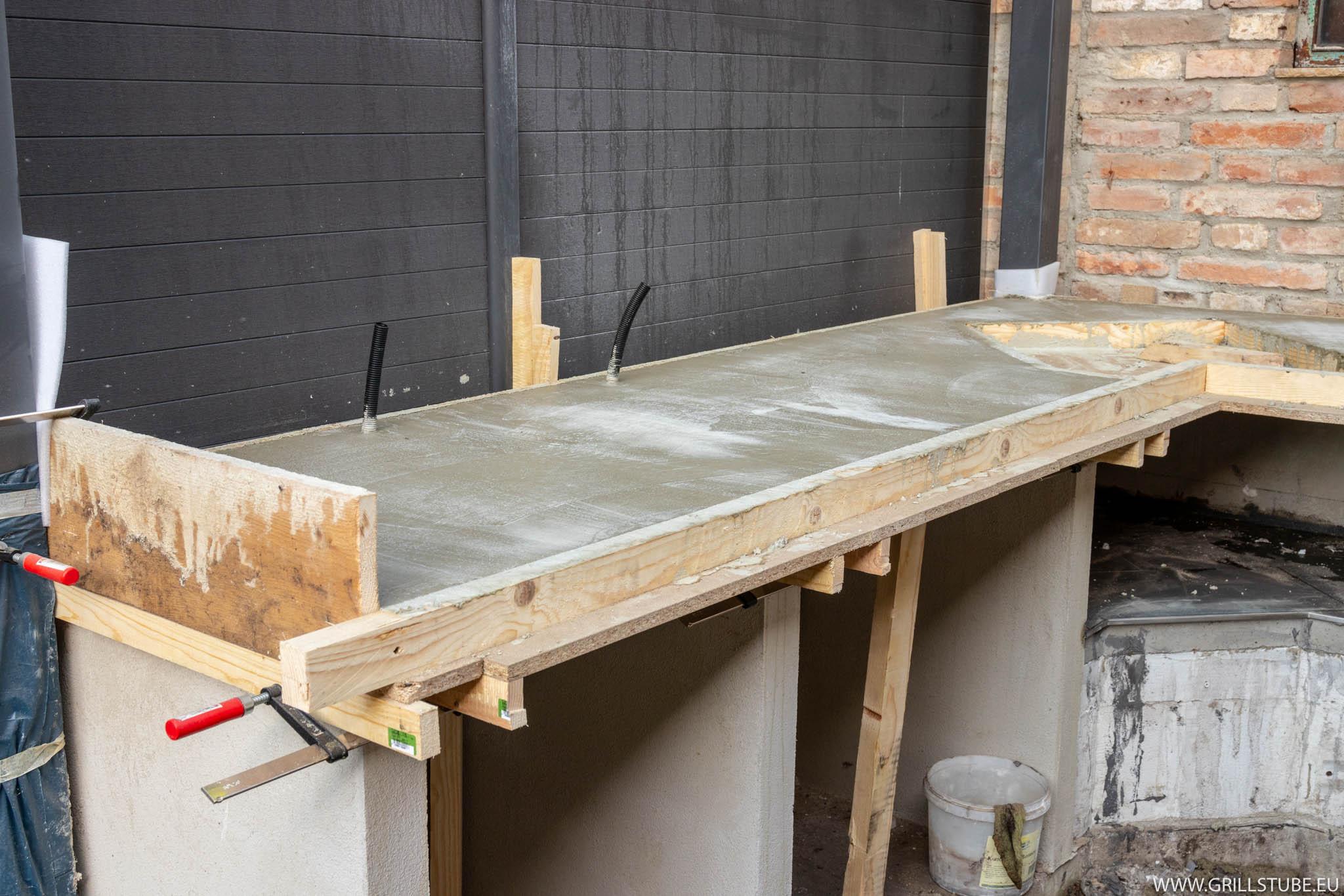 Outdoorküche: Betonieren der Arbeitsplatte | Andys Grillstube 2.0